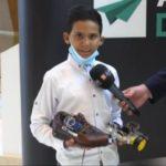 وائل حمديني.. صاحب 10 سنوات يخترع حذاءً ذكيا يحمي المكفوفين من الحوادث